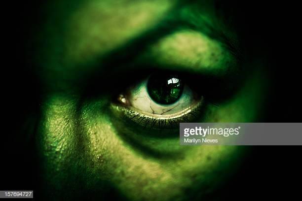 Vade retro, Satanas ! Et si on utilisait leur peur du surnaturel pour chasser les indésirables ?