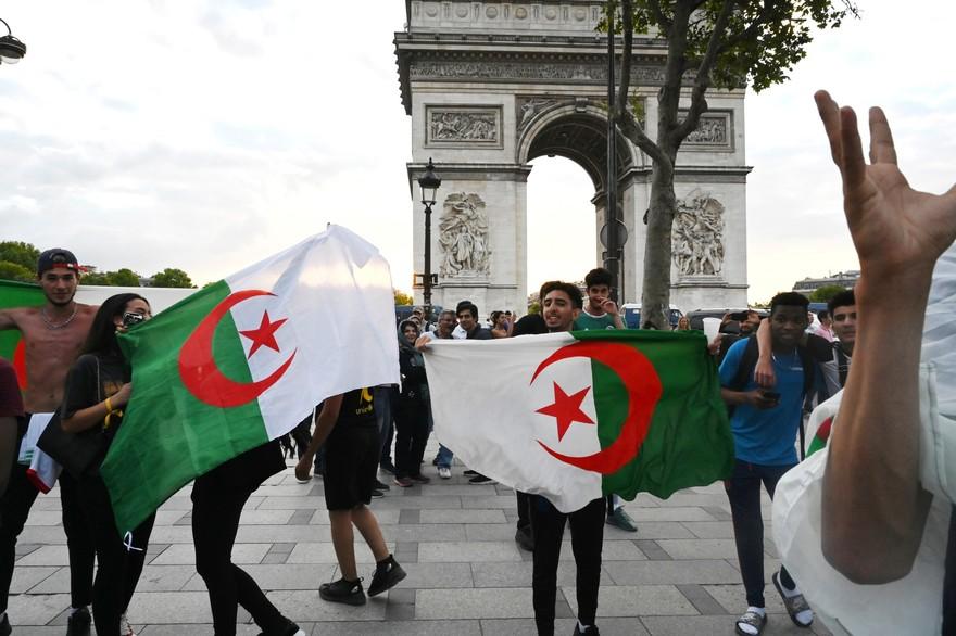 L'Algérie bientôt en faillite ! Il est urgent de supprimer regroupement familial et ouverture des frontières