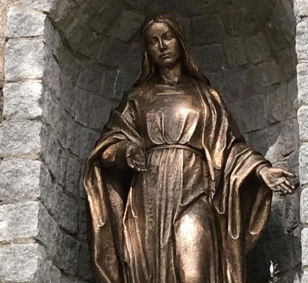 Suède : ils volent et découpent en 6 morceaux une statue de la Vierge en bronze !