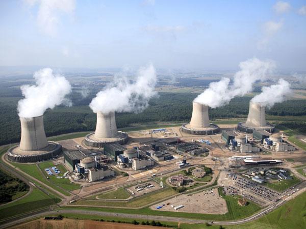 Pour France 2, la vapeur d'eau des centrales nucléaires, c'est du CO2 (que Bruxelles se prépare à taxer) !