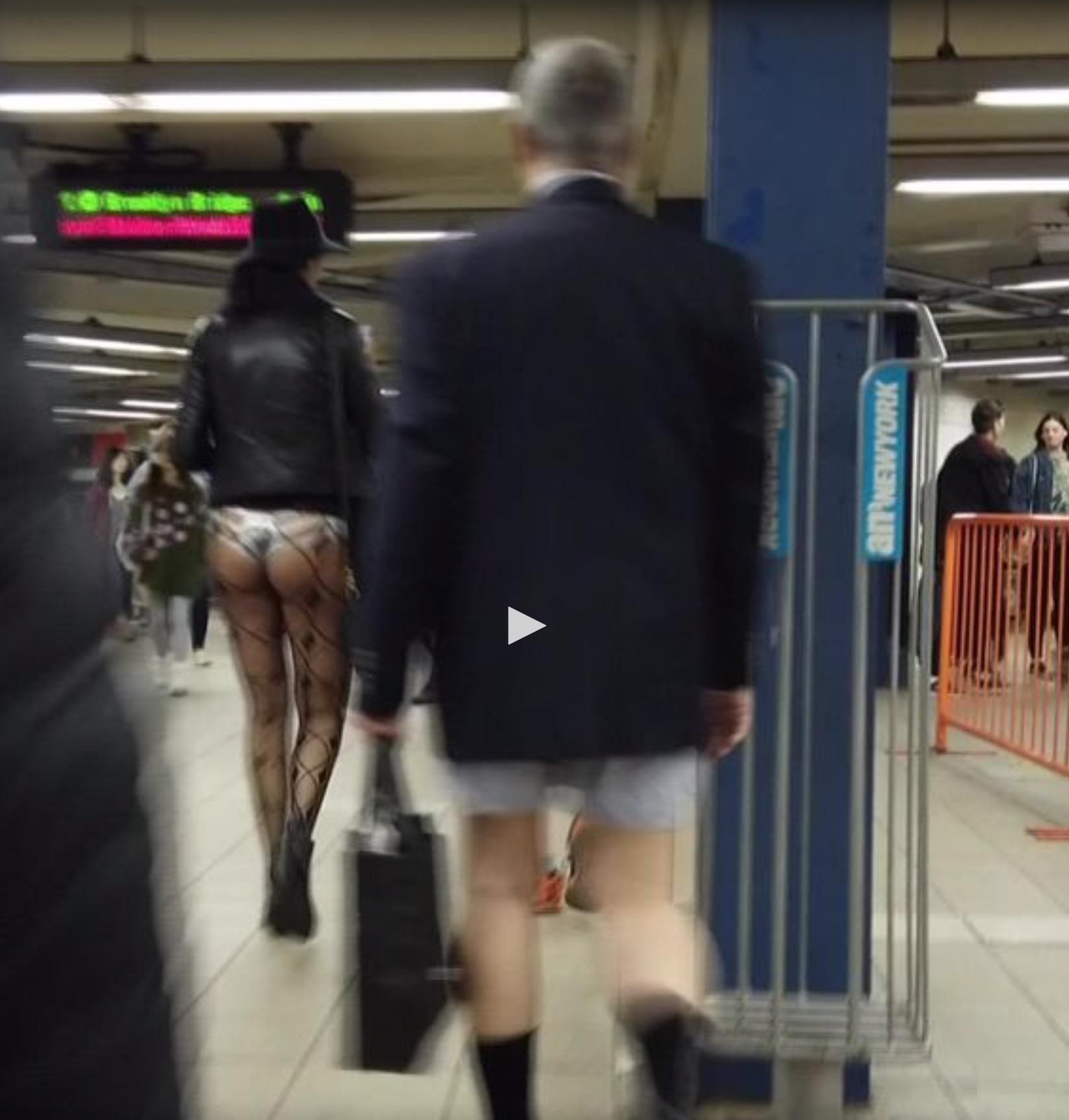Insolite : dans le métro à New York, ils se baladent en slip et petite culotte