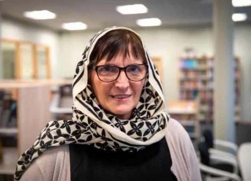 Des enseignantes suédoises se voilent pour manifester contre l'islamophobie