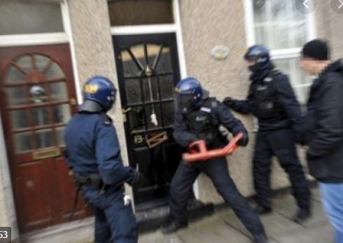 Dix flics osent perquisitionner chez un patriote, victime d'un grave AVC !
