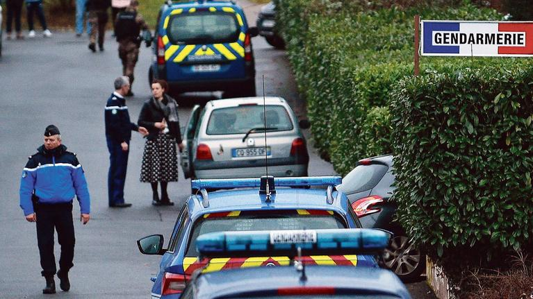 Plus de 120 agressions à l'arme blanche chaque jour en France… pas un mot du Figaro sur les causes !