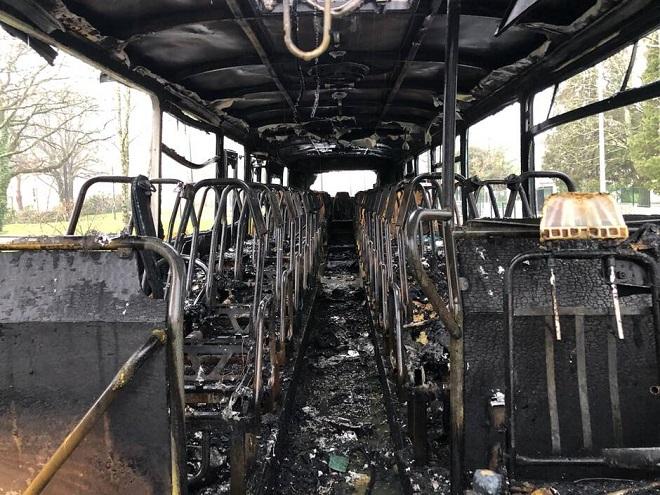 Qu'y a-t-il dans la tête de ceux qui mettent le feu aux  écoles, aux  bibliothèques, aux bus scolaires ?