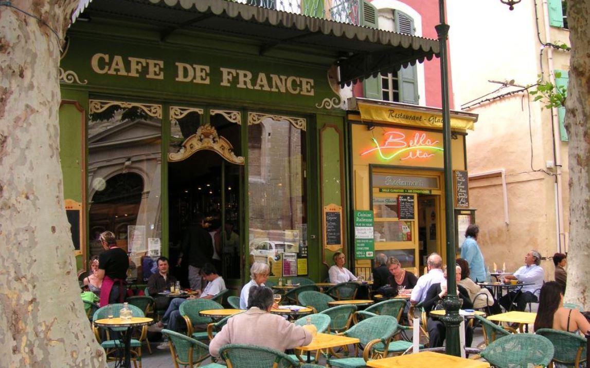 Edouard Philippe : «pas assez disciplinés», les Français seront interdits de restos et de cafés