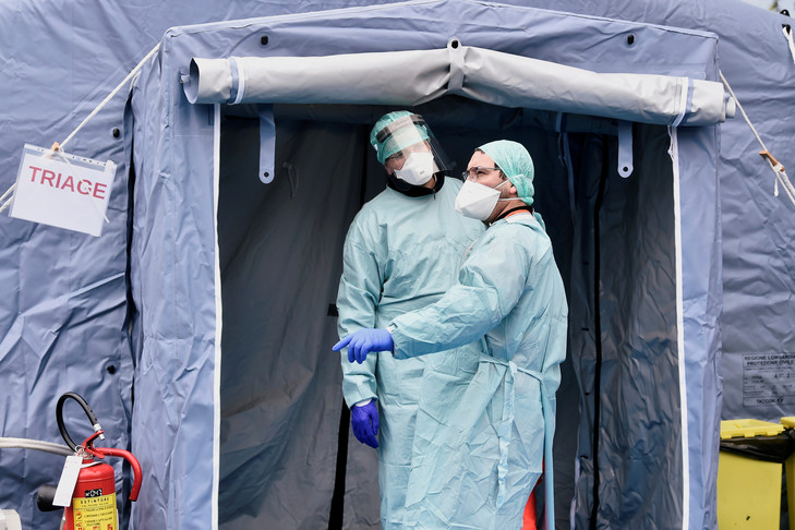Selon un épidémiologue, sans mesure de confinement, 30 millions de personnes vont être atteintes en France
