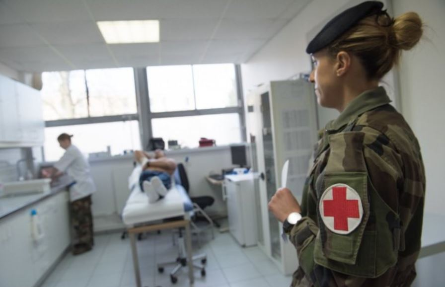 Macron réunit le Conseil de défense : vers un confinement total et le recours à l'armée ?