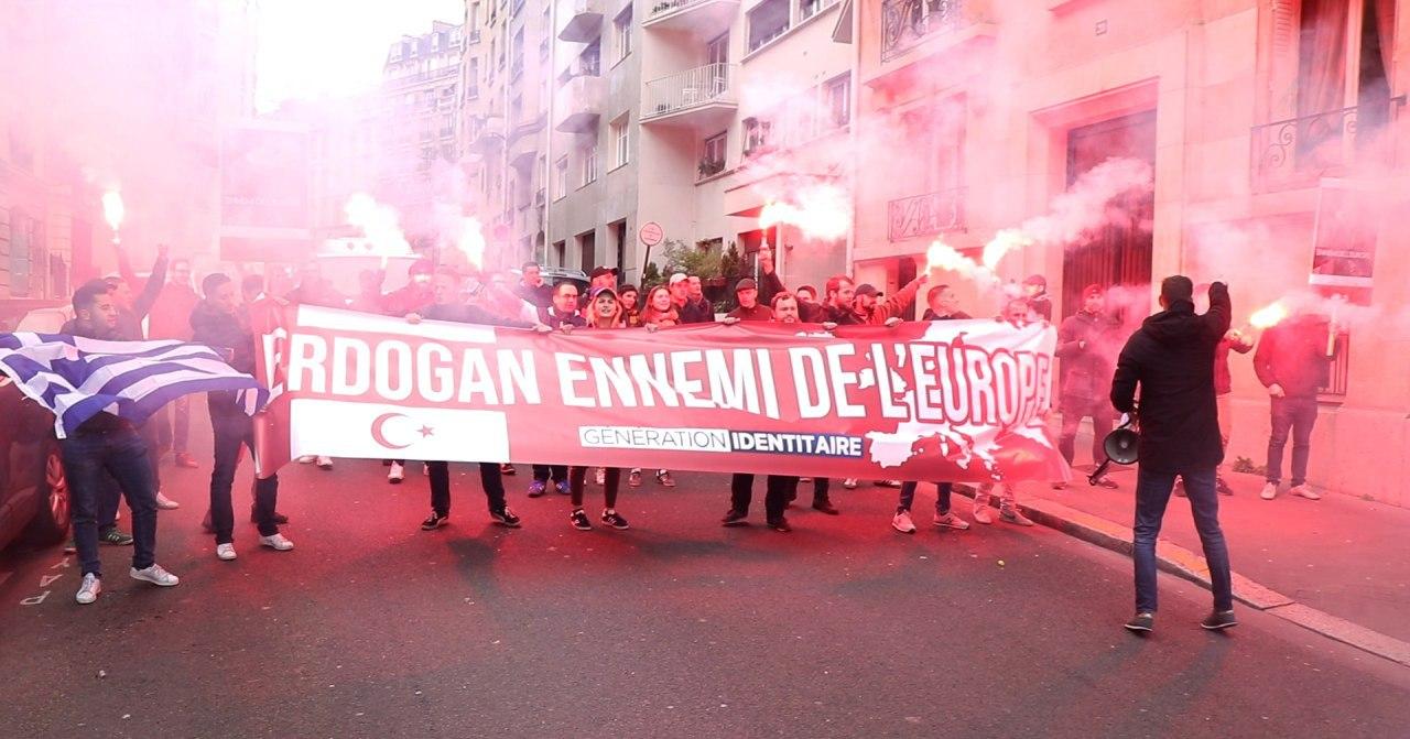 24 h de garde à vue pour les Identitaires manifestant contre Erdogan, impunité pour les Congolais…