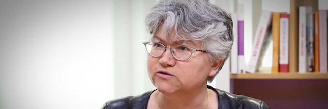 Strabisme divergent de la sociologue Dominique Méda : un œil à gauche, l'autre à l'extrême gauche