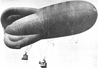 1915 : le professeur Karim Lacomb démontre l'inutilité du parachute