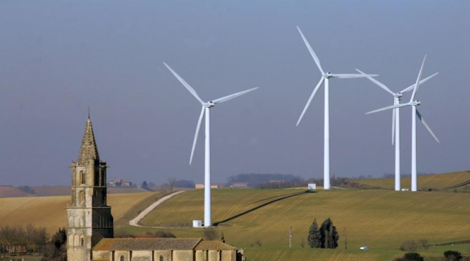 2 fois plus d'éoliennes chez nous ! Ils l'ont décidé en douce…  merci Macron !