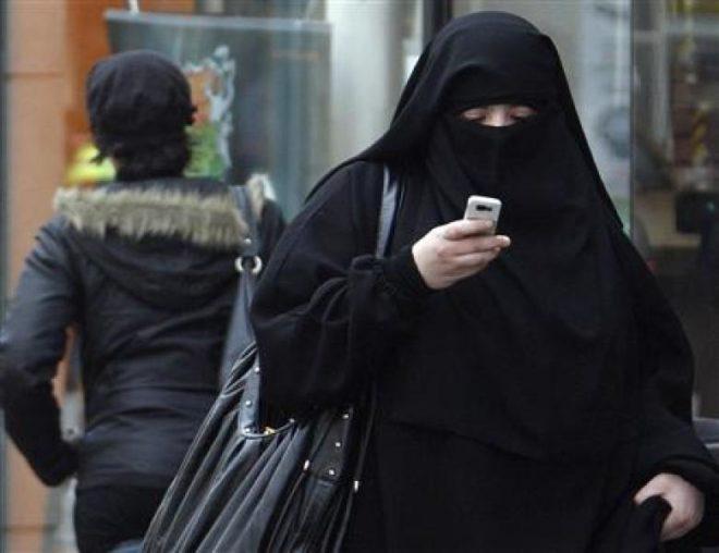 Port du masque sanitaire: les islamos en profitent pour défendre le voile et le niqab!