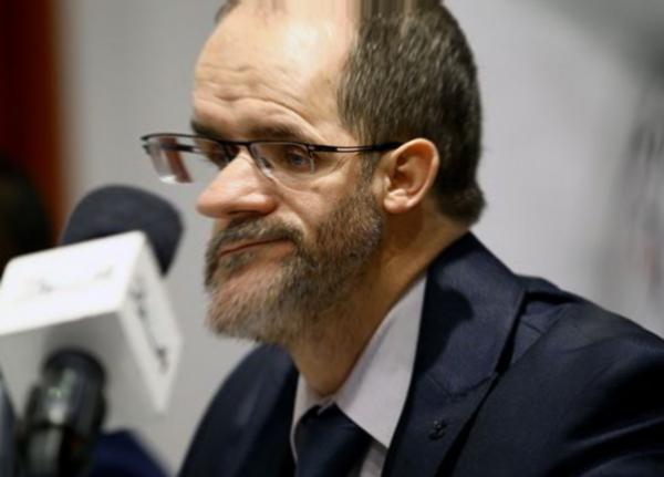 Un serpent de plus!… Makri veut criminaliser l'emploi du français en Algérie