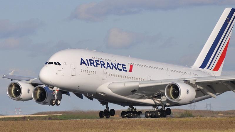 Ecolos dégénérés : Macron détruit Air France et  vous interdit les vols intérieurs
