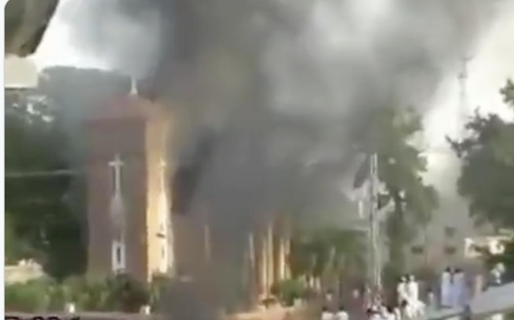 Pakistan : des musulmans détruisent une église et une école, bientôt pareil en France ?