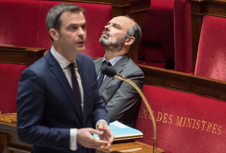Nouvelles de la Macronie : Macron fait voter les morts, Véran à l'agonie, Si-bête déraille sur Renault…