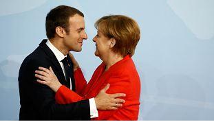 Et voilà ce bon à rien de Macron qui veut nous coller un impôt européen !