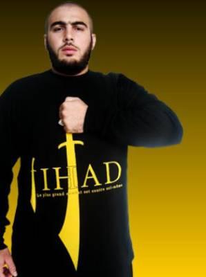 Moi, je dégueule sur Médine, sur le coran,  sur l'islam et sur Macron par qui tout arrive