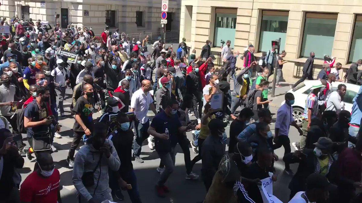 Pierre Cassen : des milliers de clandos défient la France dans les rues de Paris, dehors ! (video)