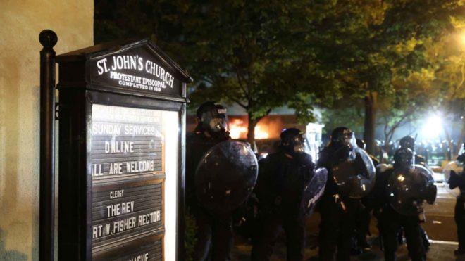 Emeutes gauchistes et racistes aux USA: églises et synagogues vandalisées, mosquées épargnées…
