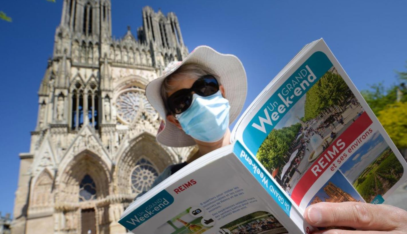 Porter un masque chez le fleuriste, le dentiste ou en vacances, en touriste : ça va pas, non ?