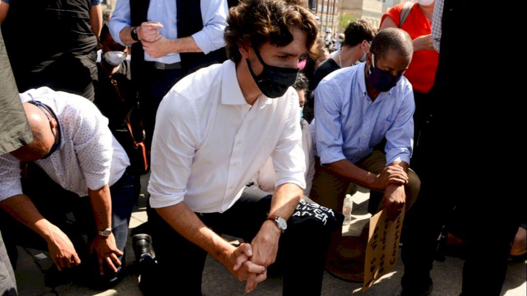 Après les dhimmis, les racio-soumis : les Blancs à genoux à Bordeaux, Metz, Nancy, au Canada…