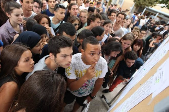 Vers un baccalauréat 2020 au rabais: Macron le maquillé demande de maquiller aussi les notes!