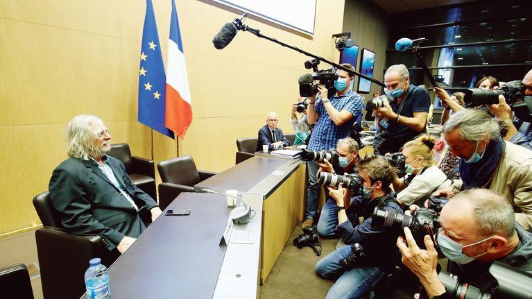 Devant la Commission parlementaire, Raoult, nouveau Dreyfus, dénonce conflits d'intérêt et gestion de la crise