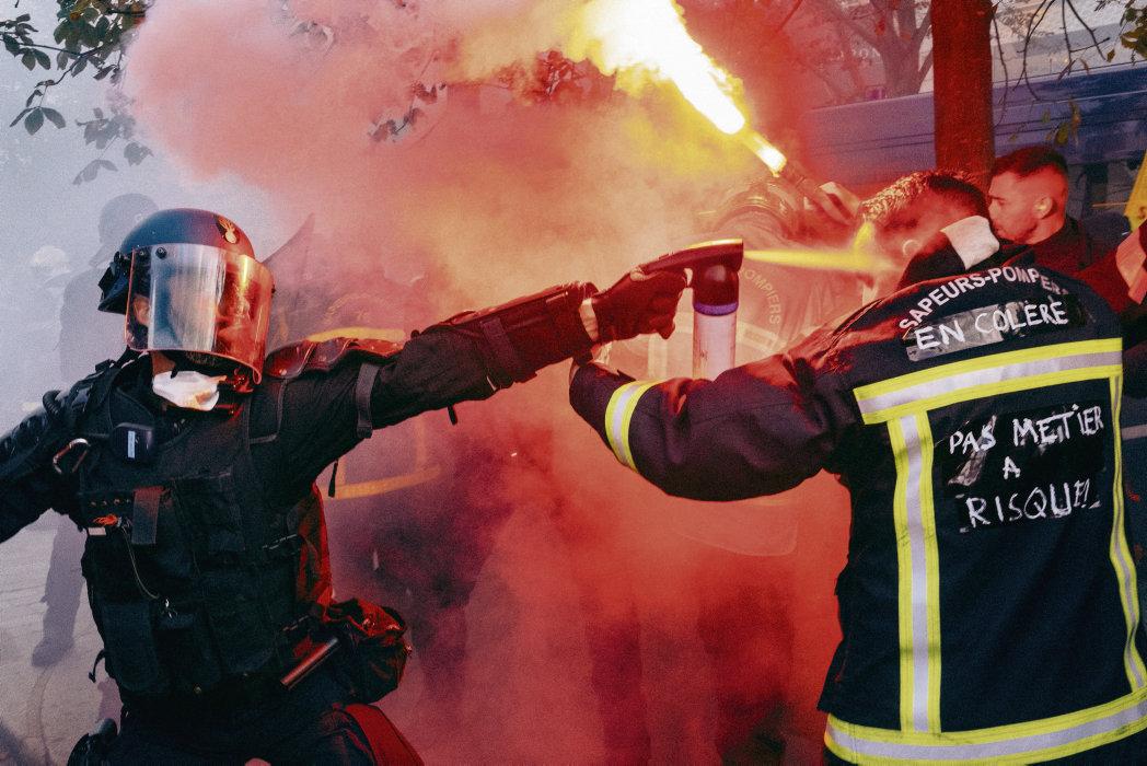 Racailles contre pompiers et policiers, policiers contre pompiers : la France devient maboule