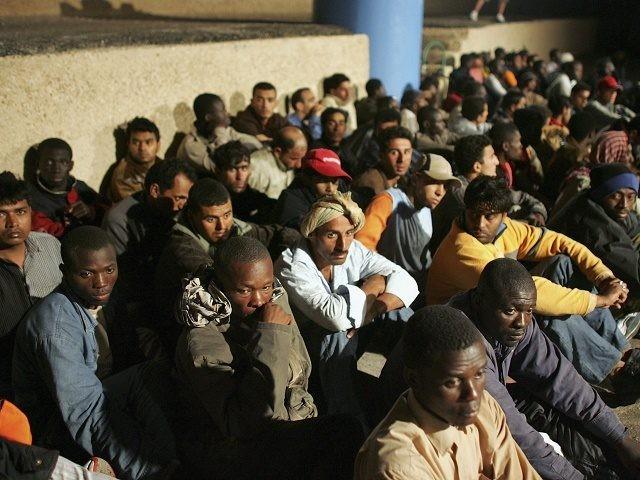 Lampedusa, île italienne débordée alors que des bateaux de migrants arrivent pratiquement toutes les heures