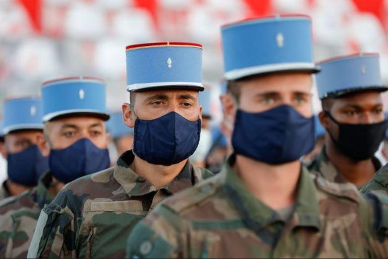 Un défilé du 14 juillet masqué, triste comme un enterrement