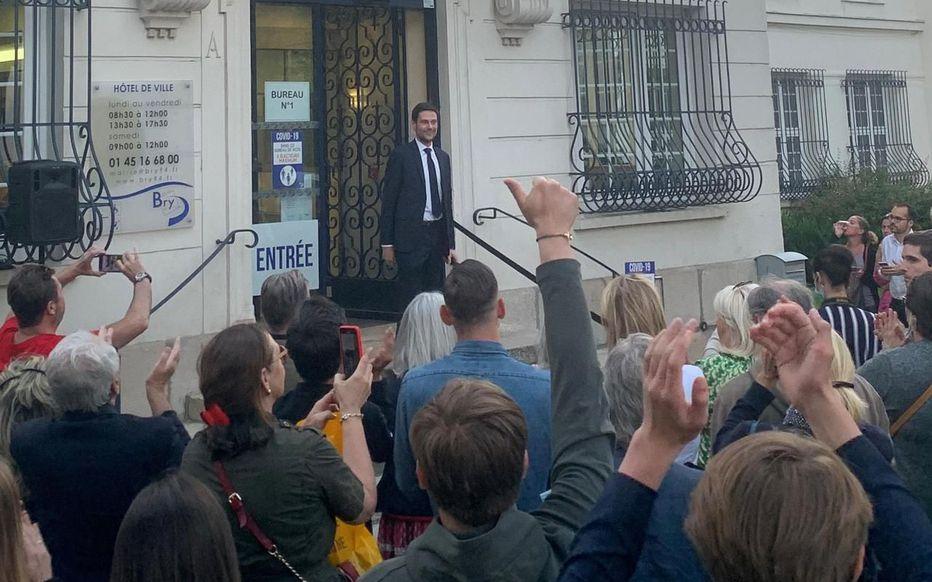 Charles Aslangul, qui avait lutté contre les Quick halal, élu maire de Bry-sur-Marne, champagne !