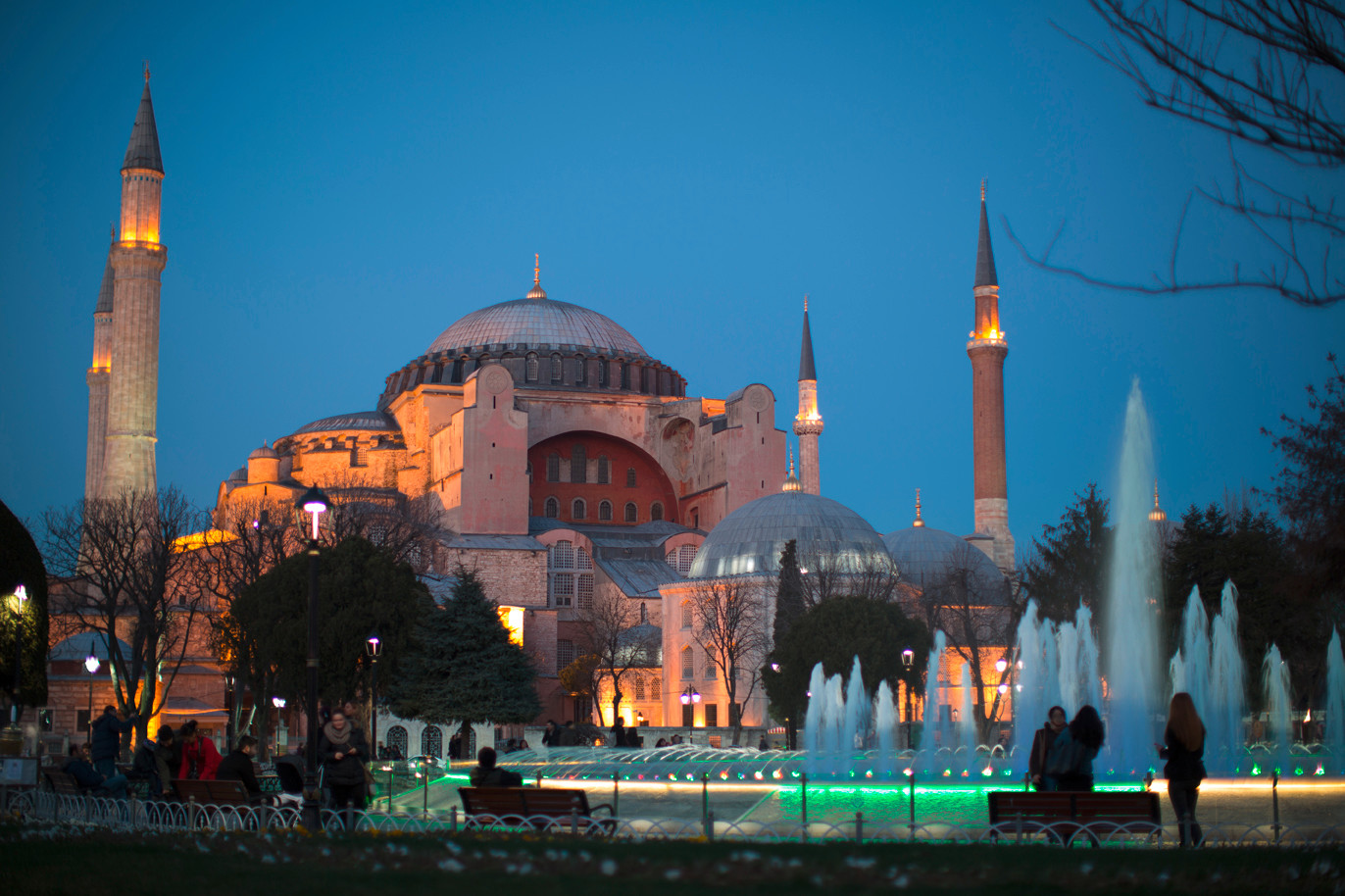 La basilique Sainte-Sophie d'Istanbul, joyau de la chrétienté, redevient mosquée