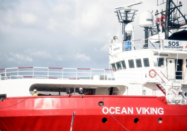 Une semaine à mourir de rire : sur  l'Océan Viking ils ne savent plus quoi faire de leurs migrants agressifs !