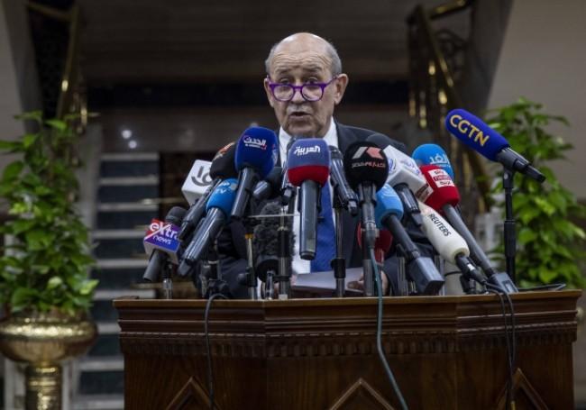Égypte : Le Drian lèche les babouches d'Al Azhar et humilie la France
