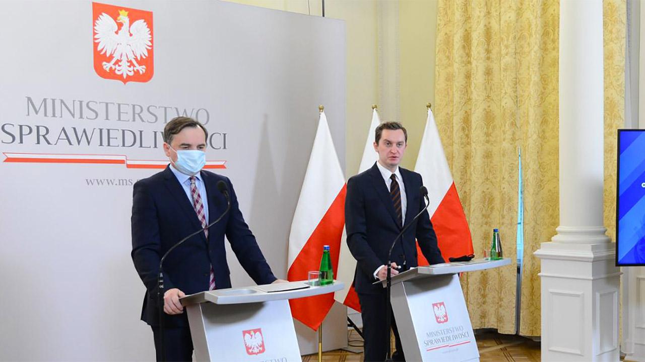 Liberté d'expression : la Pologne légifère contre les réseaux sociaux