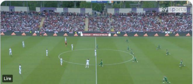 Enfin ! 15 000 Hongrois sifflent l'agenouillement des joueurs irlandais