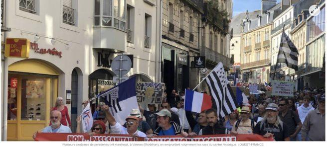 Contre le passe sanitaire, 3000 manifestants à Vannes !